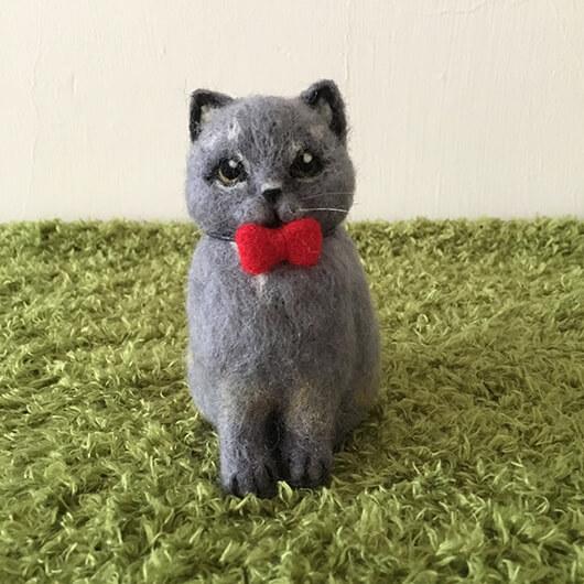 羊毛氈貓貓擺飾加紅蝴蝶結