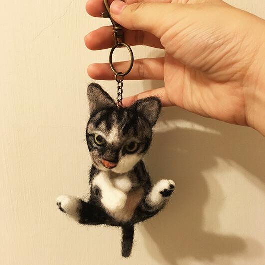 羊毛氈貓貓鑰匙圈-帥氣姿勢
